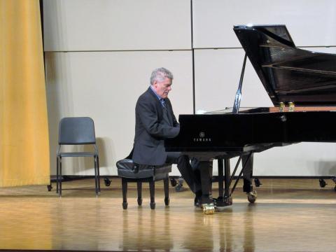William Wolfram in concert.JPG